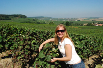 Flashpacking Wife hugging the grapes in Champagne