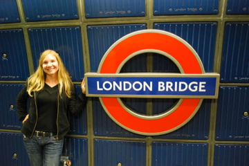 Flashpacking Wife at the London Bridge Tube Station