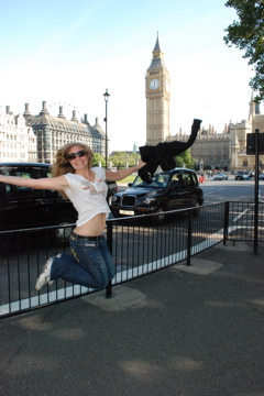Flashpacking Wife jumping in front of Big Ben