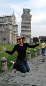 Flashpacking Wife jumping in front of the Leaning Tower of Pisa